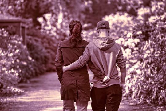 なぜ遠距離恋愛は浮気や不倫が起きやすいのか